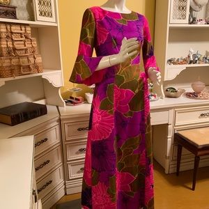 Vintage Alice of California Hawaiian print dress.